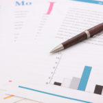 他人の分析結果を見るとき、分析者の利益になる結果であれば注意して見る